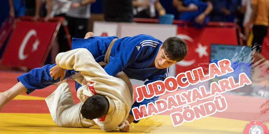 Judocular Madalyalarla döndü